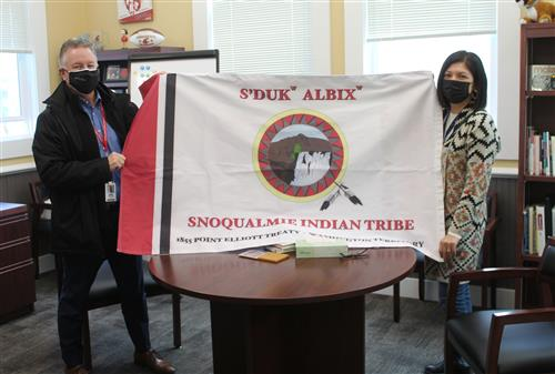 Snoqualmie Tribe presents flags for Snoqualmie Valley schools